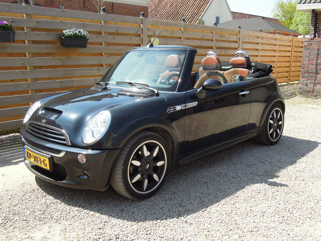 mini 1 6 16v cooper s sidewalk cabrio aut zwart leder 128 kw verkocht. Black Bedroom Furniture Sets. Home Design Ideas